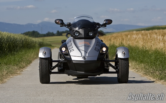 essai bombardier can am spyder. Black Bedroom Furniture Sets. Home Design Ideas