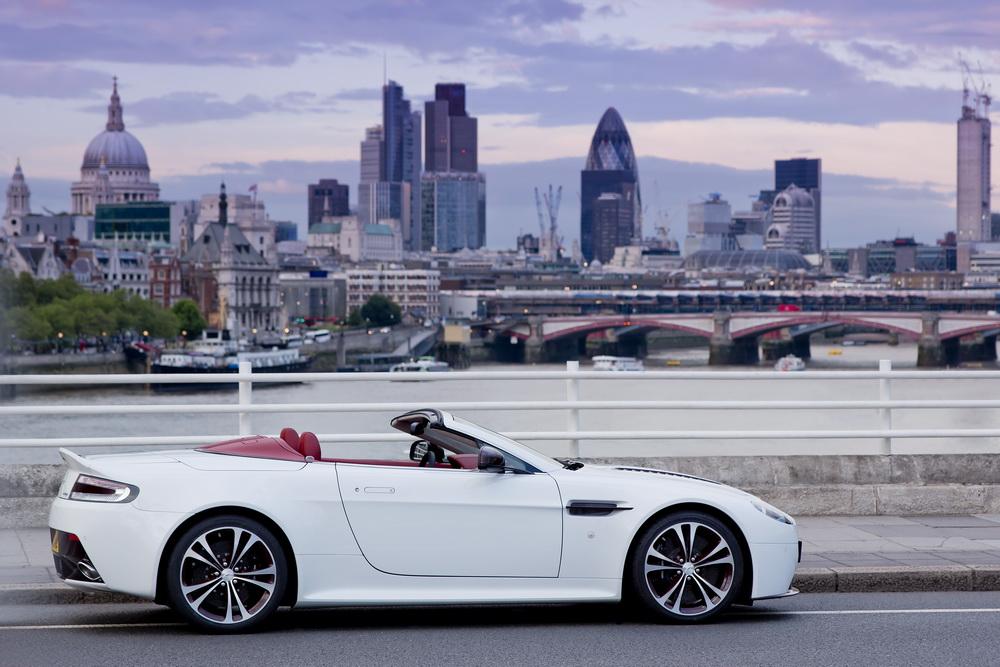 aston-martin-v12-vantage-roadster-04