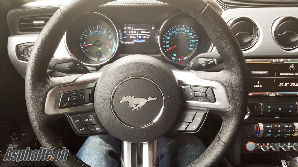 Ford Mustang mk6 intérieur