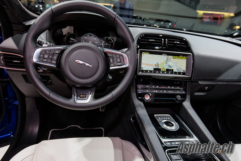 slideshow frankfurt 2015 jaguar f pace. Black Bedroom Furniture Sets. Home Design Ideas