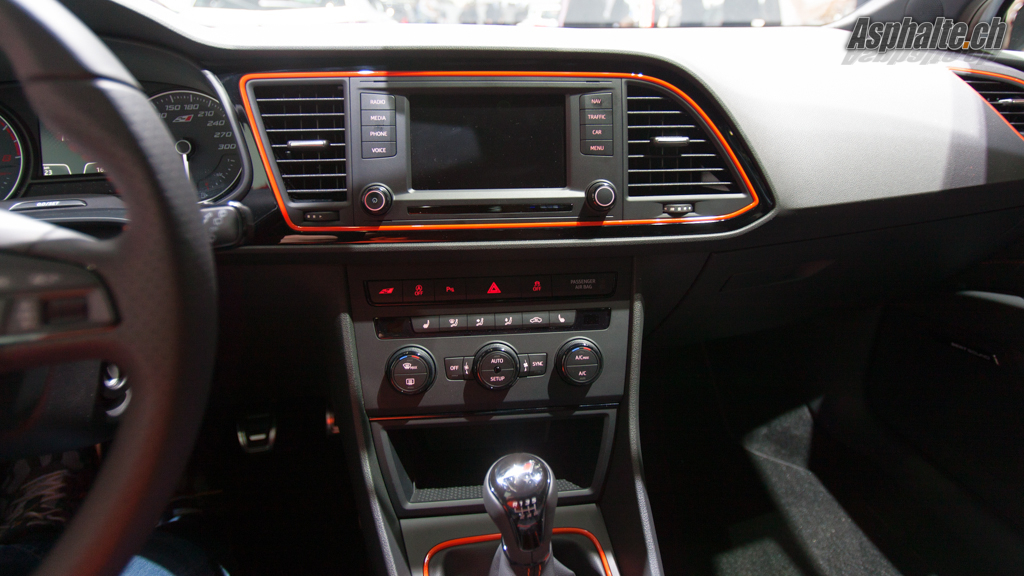 Gen ve 2014 seat leon cupra for Interieur seat leon