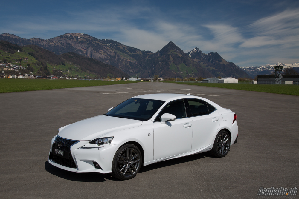 essai lexus is 300h f sport