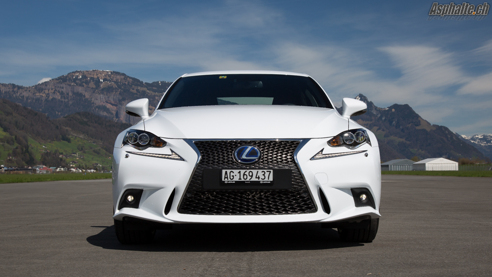 essai video lexus is 300h f sport. Black Bedroom Furniture Sets. Home Design Ideas