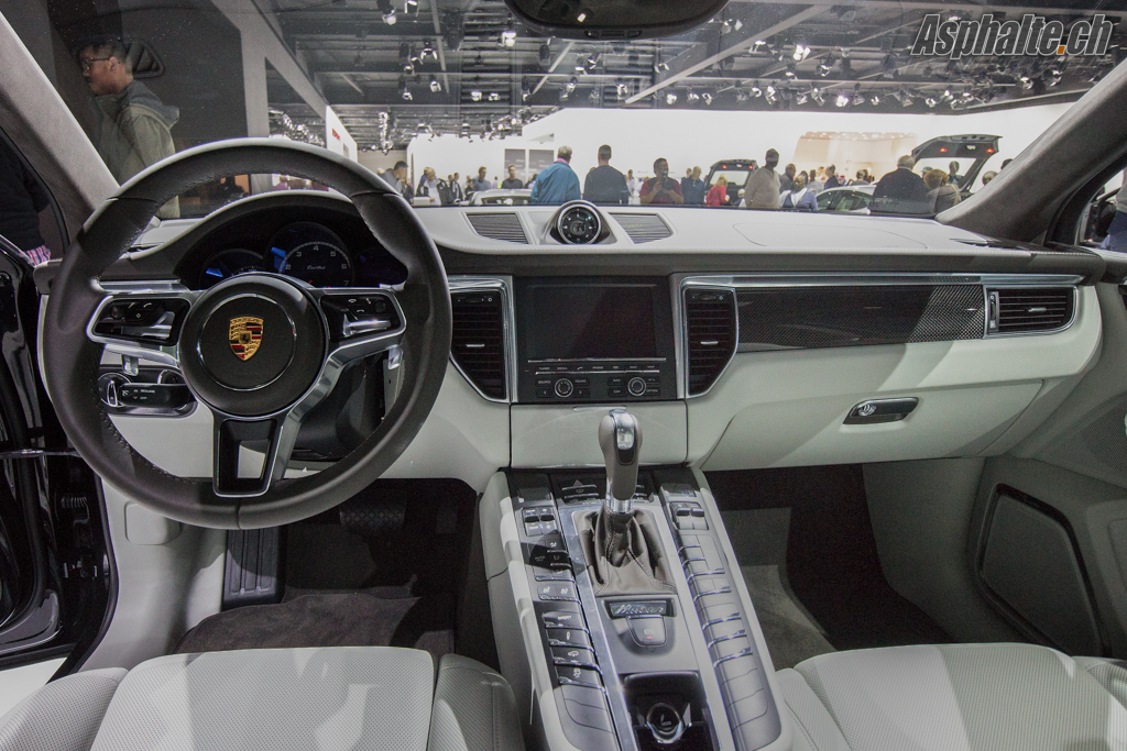 los angeles 2013 porsche macan. Black Bedroom Furniture Sets. Home Design Ideas