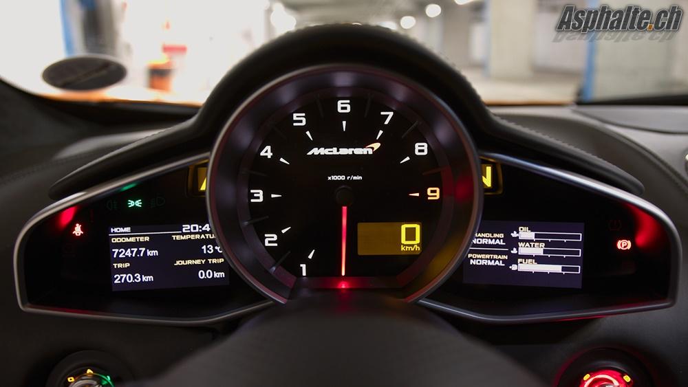 McLaren MP4-12C Instruments