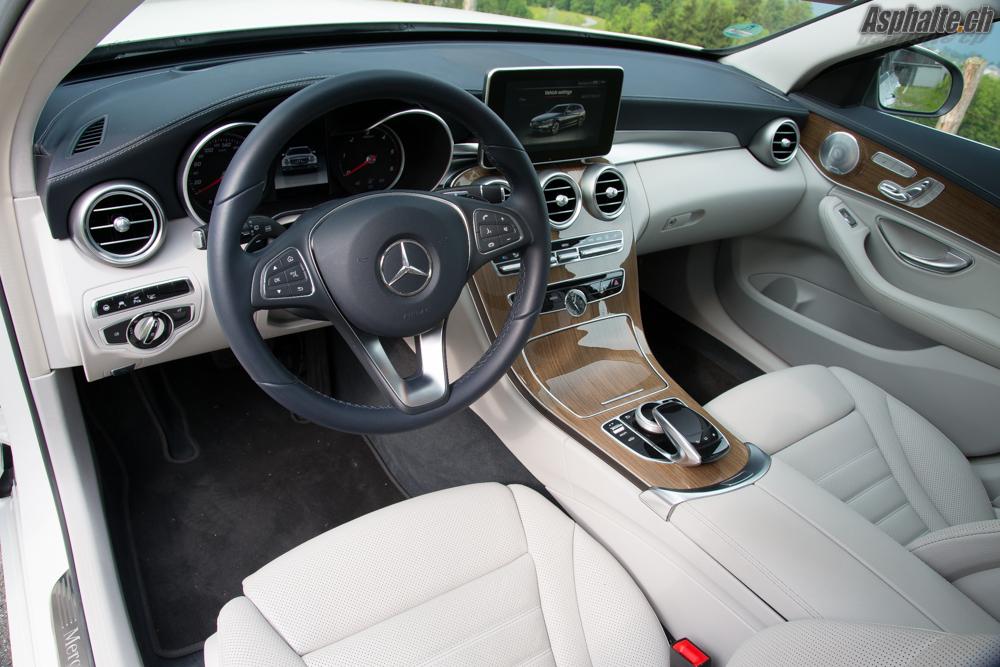 Essai mercedes c220 t bluetec for Mercedes classe c interieur