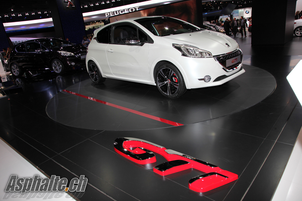 paris 2012 peugeot 208 gti. Black Bedroom Furniture Sets. Home Design Ideas