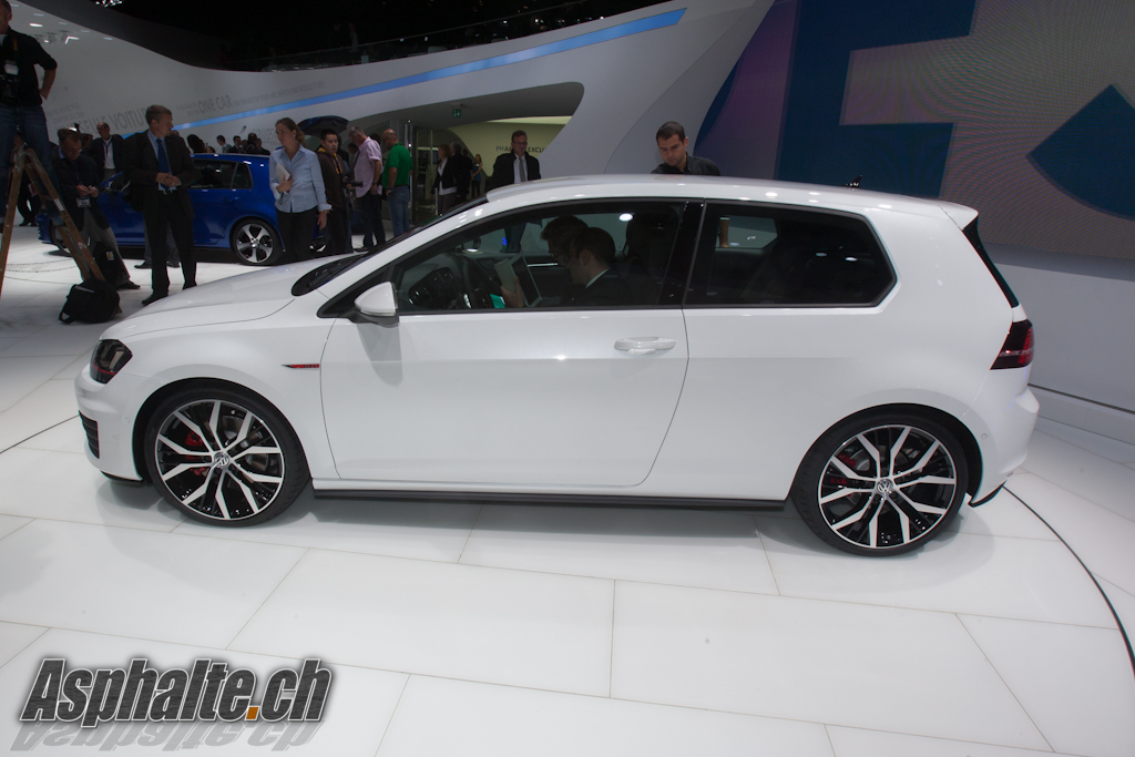 paris 2012 volkswagen golf vii gti. Black Bedroom Furniture Sets. Home Design Ideas