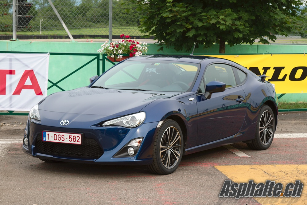 essai circuit toyota gt86 drifteuse atone. Black Bedroom Furniture Sets. Home Design Ideas