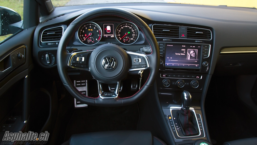 Essai vw golf vii gti performance for Interieur golf 7