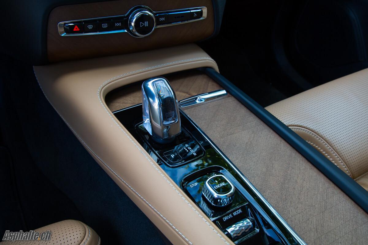 Essai Volvo XC90 T8 intérieur console centrale
