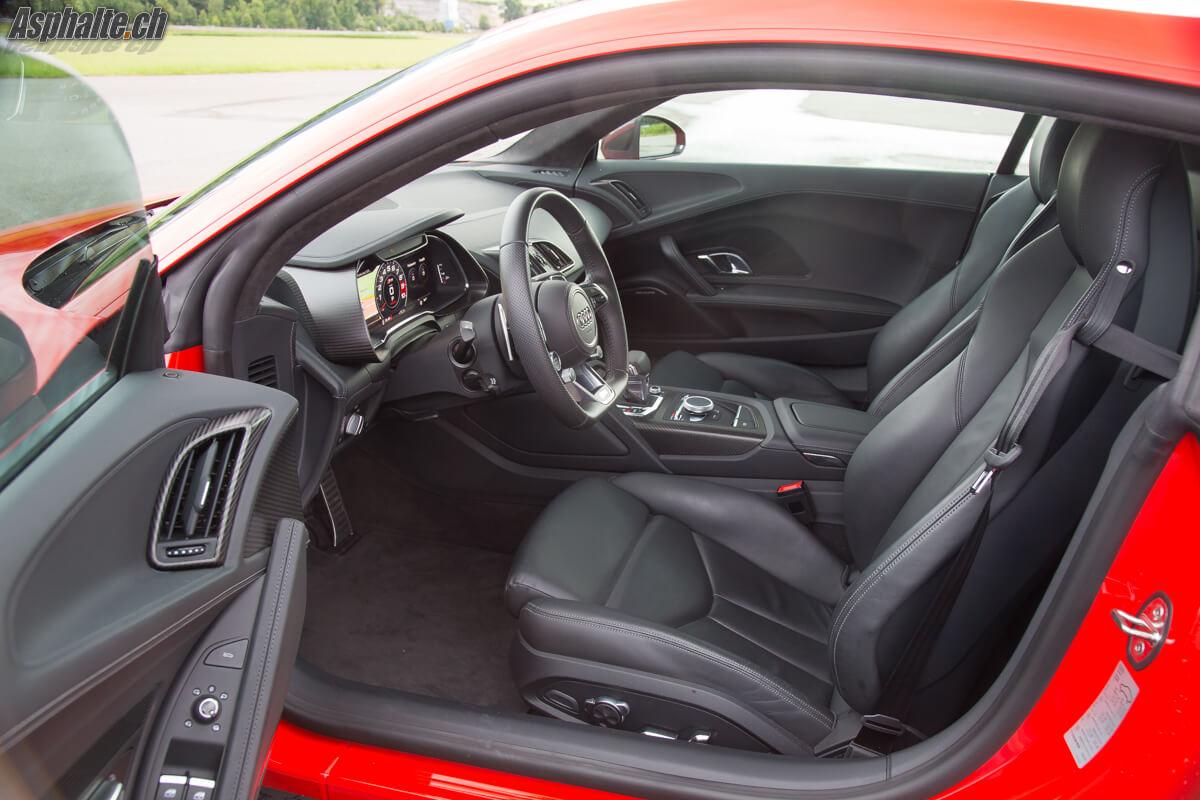 Essai Audi R8 V10 Plus intérieur