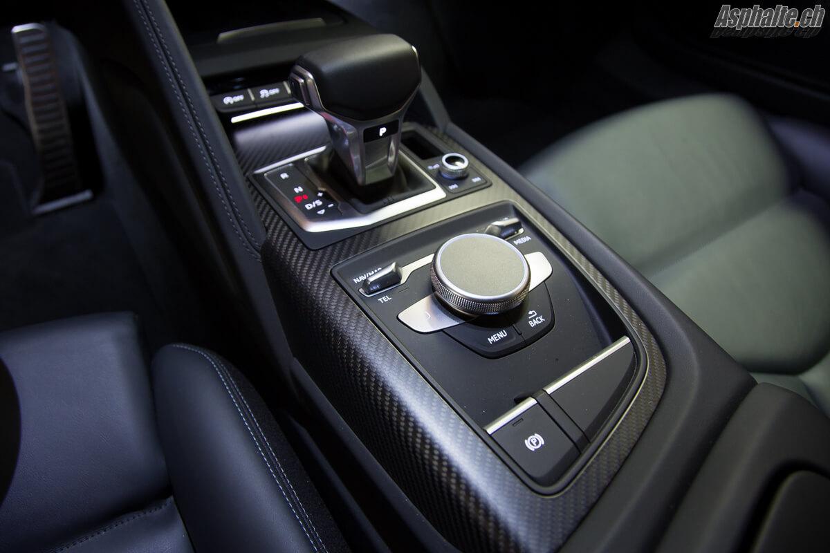 Test Audi R8 V10 Plus console centrale MMI