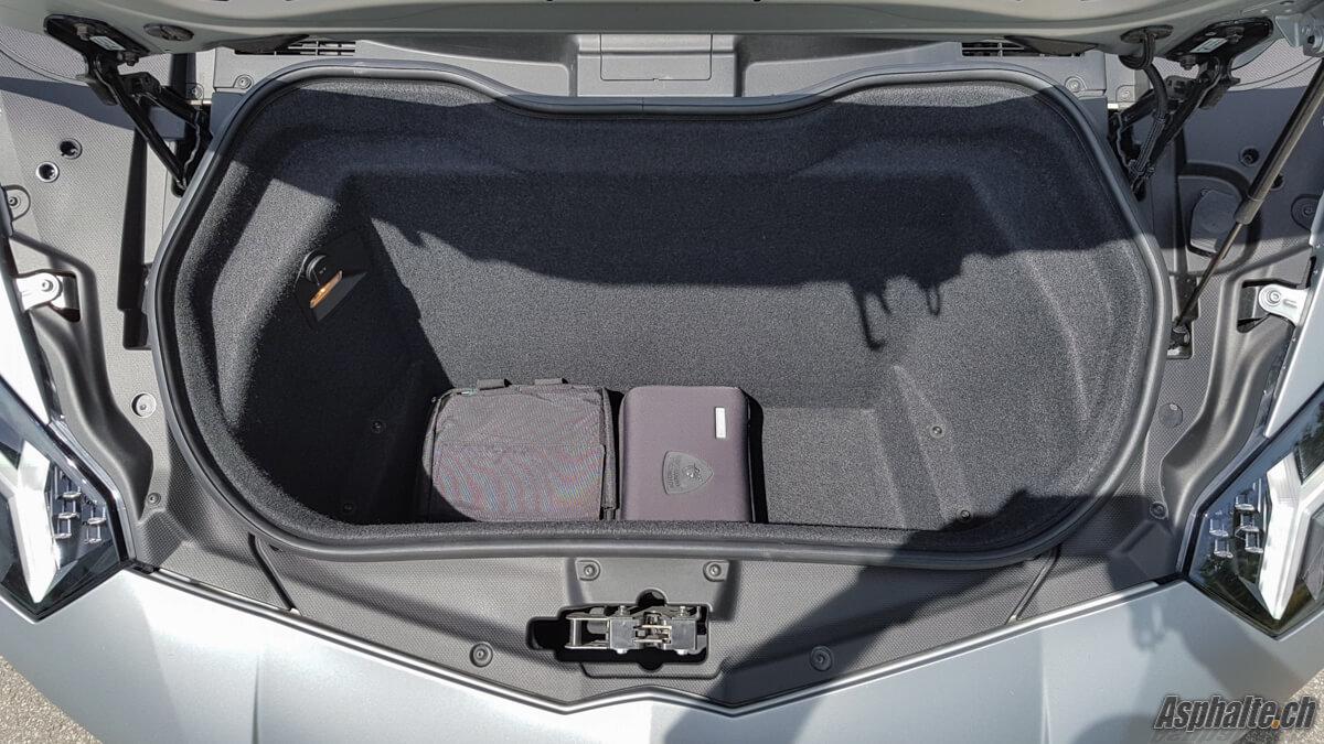Essai Lamborghini Aventador SV coffre
