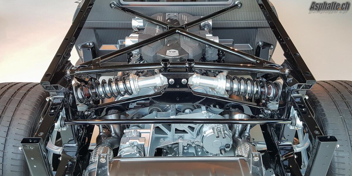 Essai Lamborghini Aventador SV amortisseurs in board