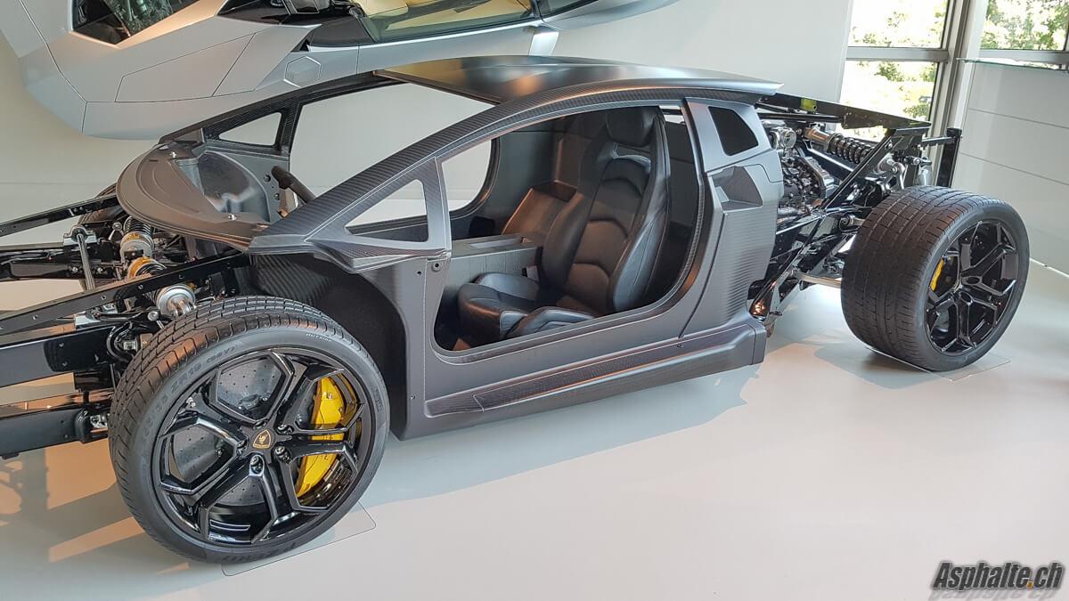 Lamborghini Aventador chassis carbone