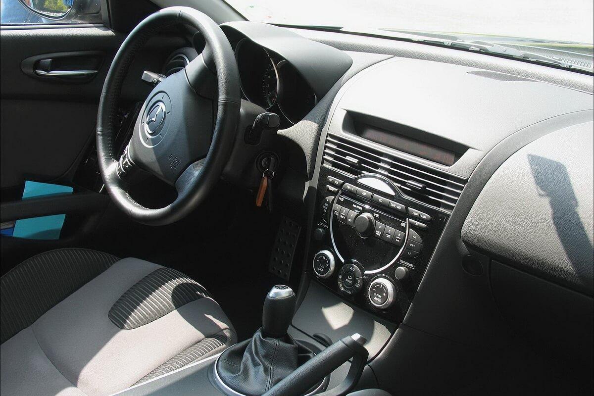 Essai Mazda RX8 – Révolutions – Asphalte.ch