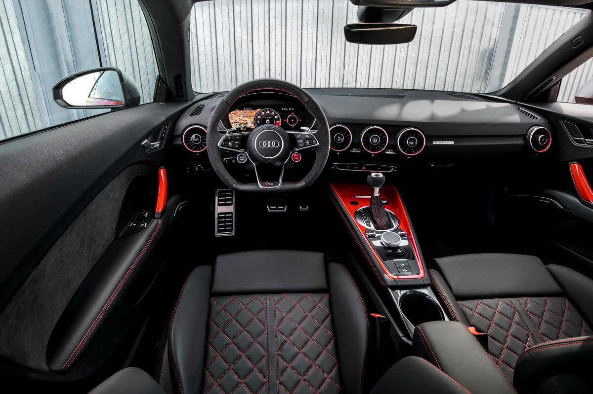 Audi TT RS intérieur tableau de bord