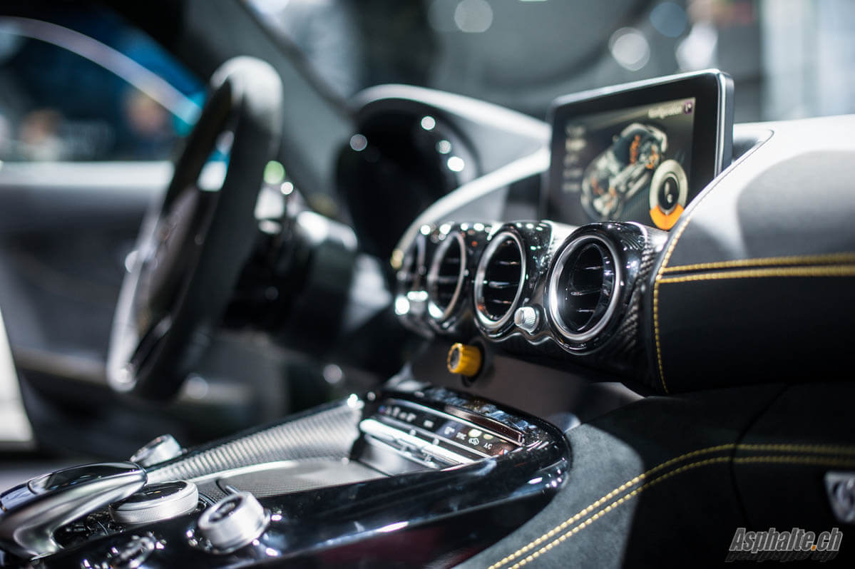 Paris 2016 amg gt r for Interieur paris premiere