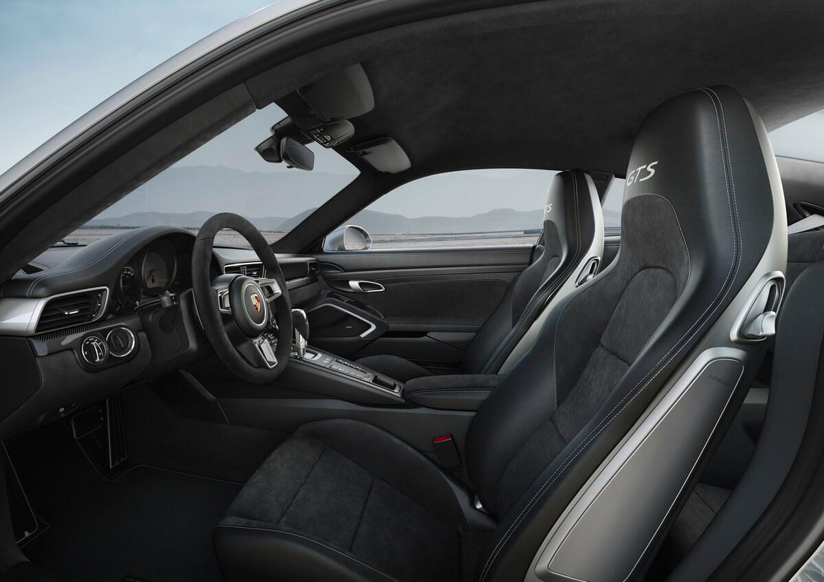 Porsche 911 Carrera 4 GTS intérieur