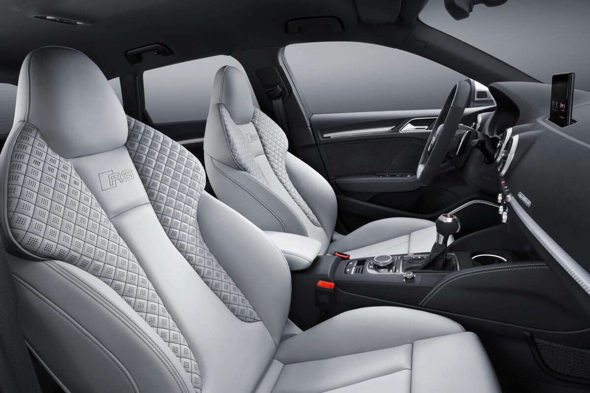 Audi RS3 Sportback 8V Facelift 2017 intérieur