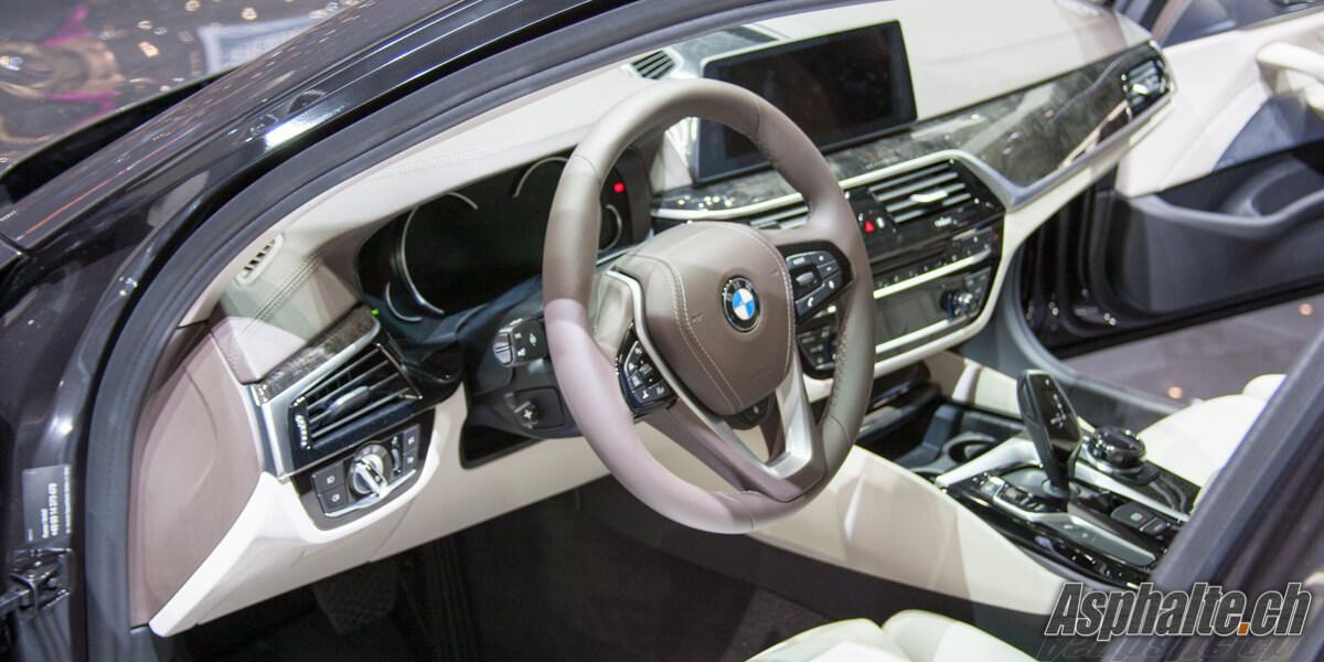 BMW Série 5 G31 Touring intérieur tableau de bord
