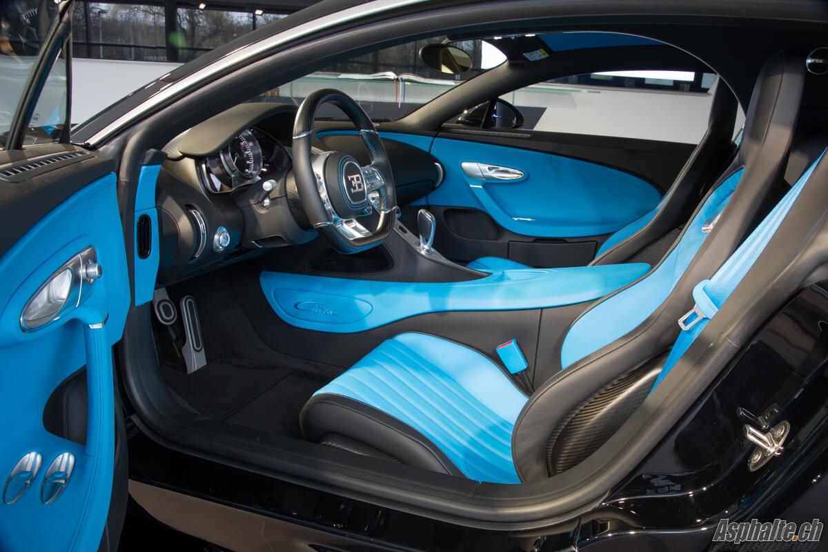 Gen ve 2017 bugatti chiron for Interieur bugatti chiron