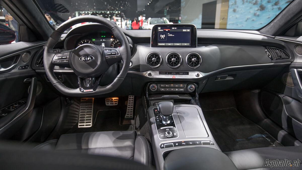 Kia Stinger GT Genève 2017 intérieur