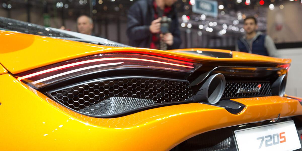 McLaren 720S phare arrière échappement