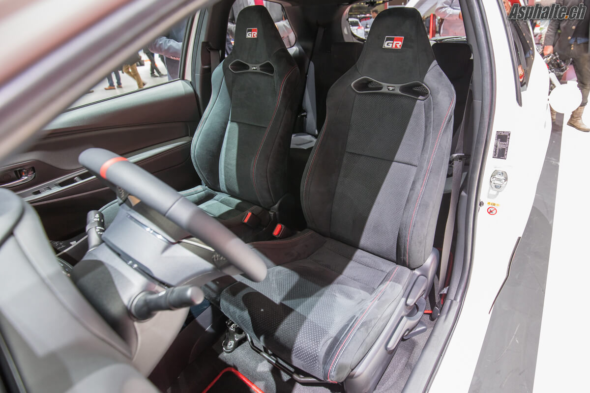 Toyota Yaris GMRN intérieur