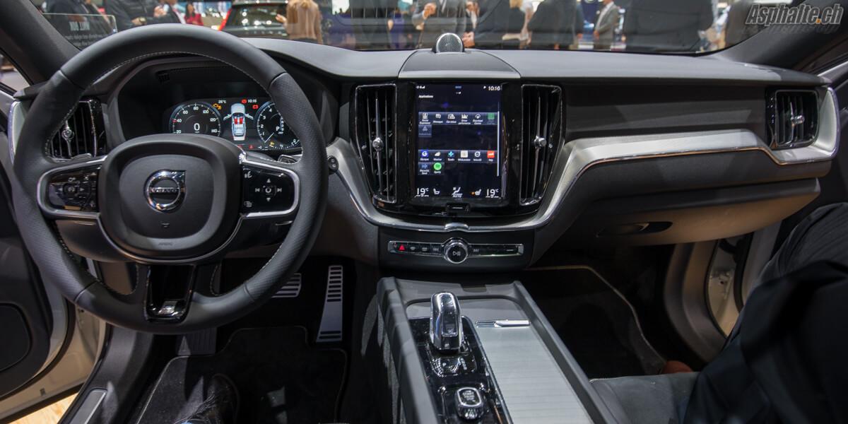 Volvo XC60 2017 intérieur tableau de bord