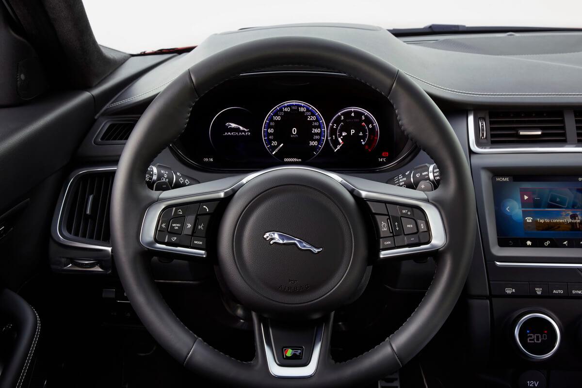 Jaguar E-Pace compteurs tableau de bord volant