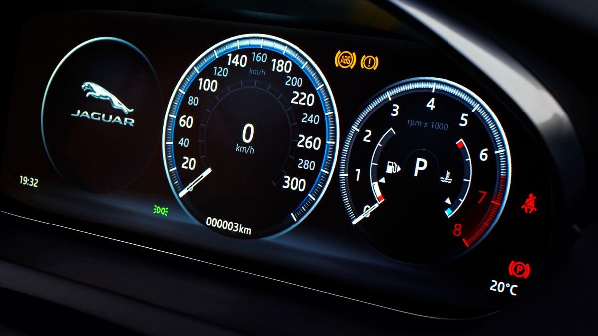 Jaguar E-Pace instruments