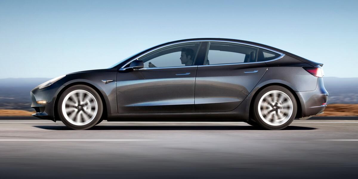 Tesla Model 3 gris