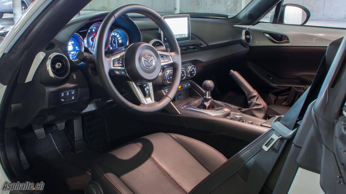 Essai Mazda MX-5 RF ND intérieur tableau de bord