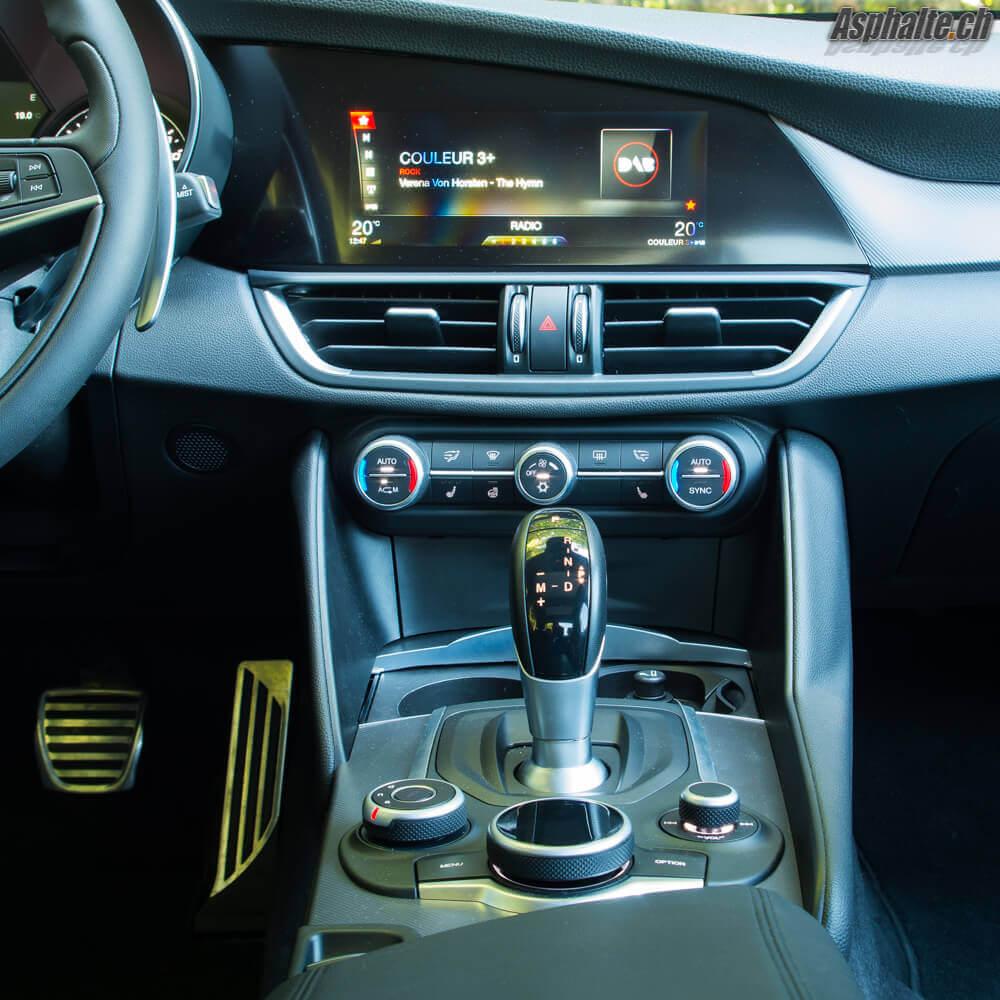 Essai Alfa Romeo Giulia Veloce console centrale
