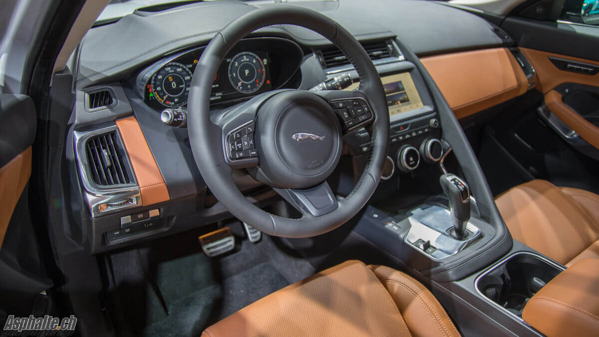 Francfort 2017 jaguar e pace for Interieur jaguar f pace