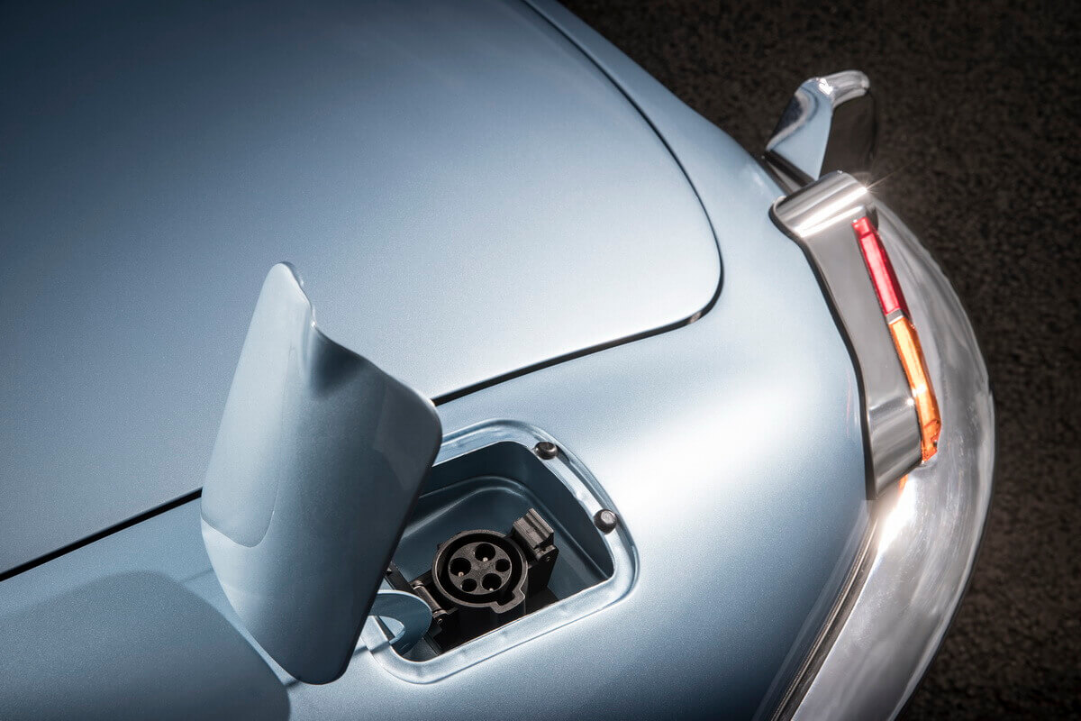 Jaguar E-Type Zero prise de charge