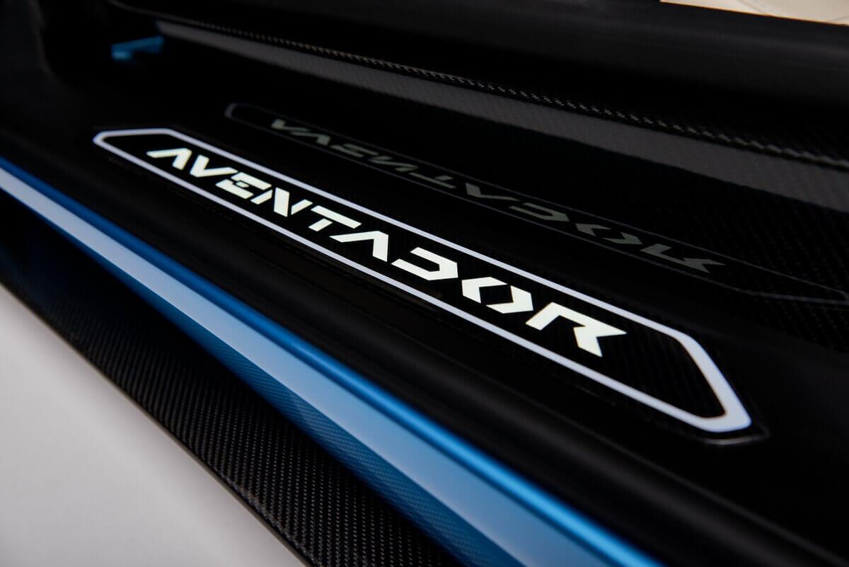 Lamborghini Aventador S Roadster seuil