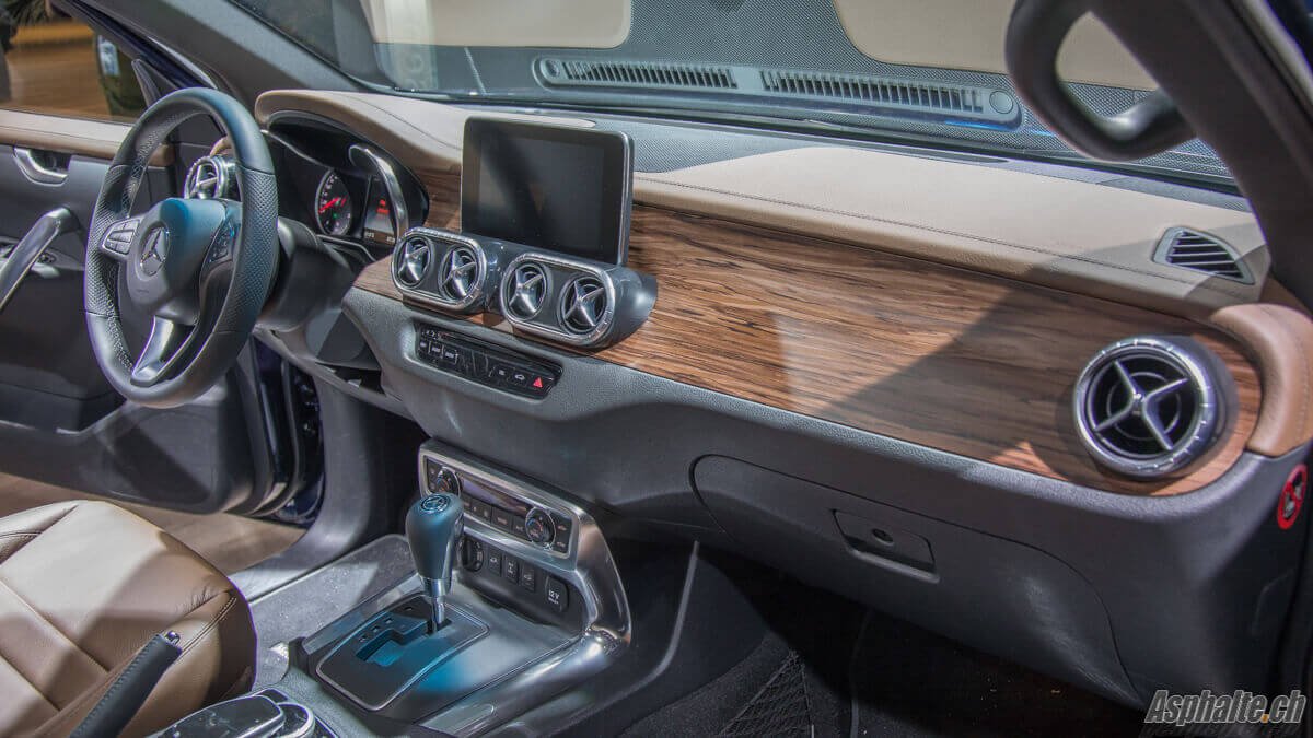 Francfort 2017 mercedes classe x for Mercedes classe m interieur
