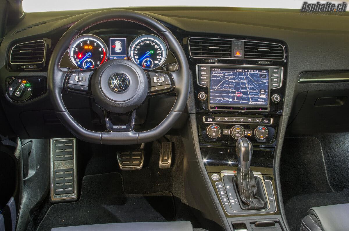 Essai VW Golf R 360S intérieur tableau de bord