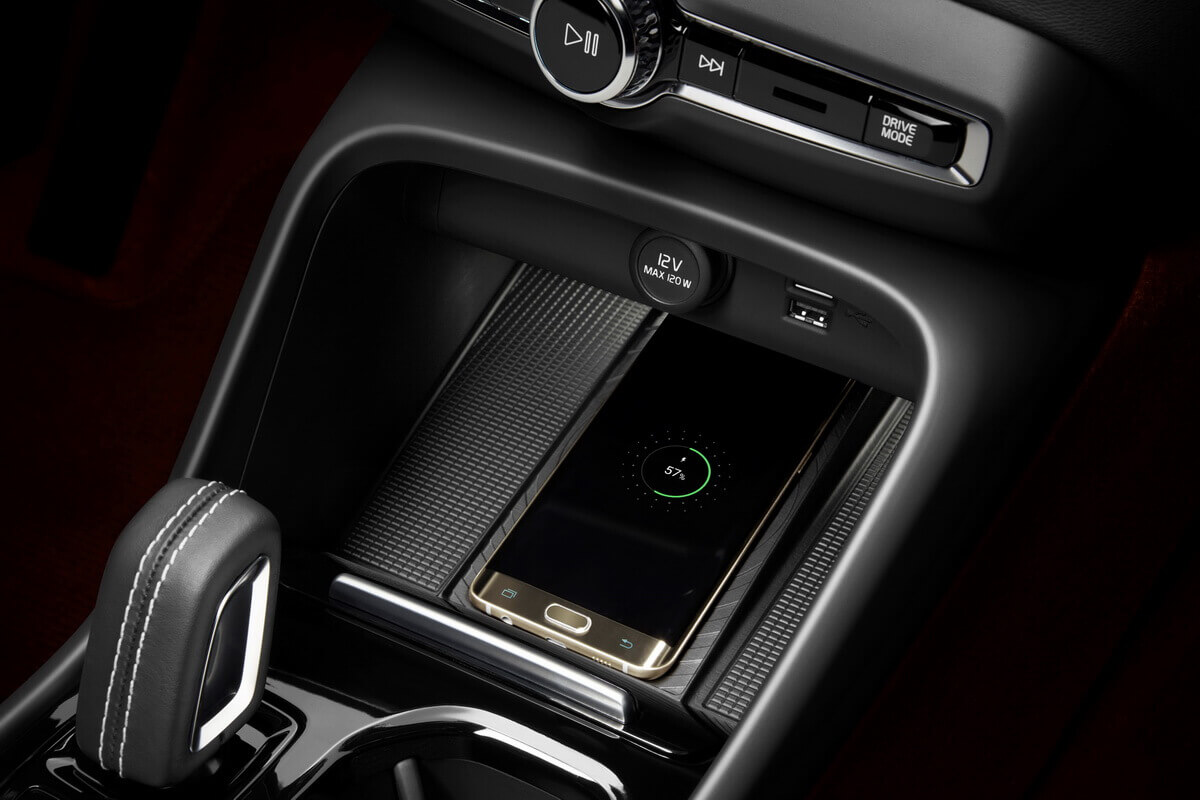 Volvo XC40 console centrale charge inductive