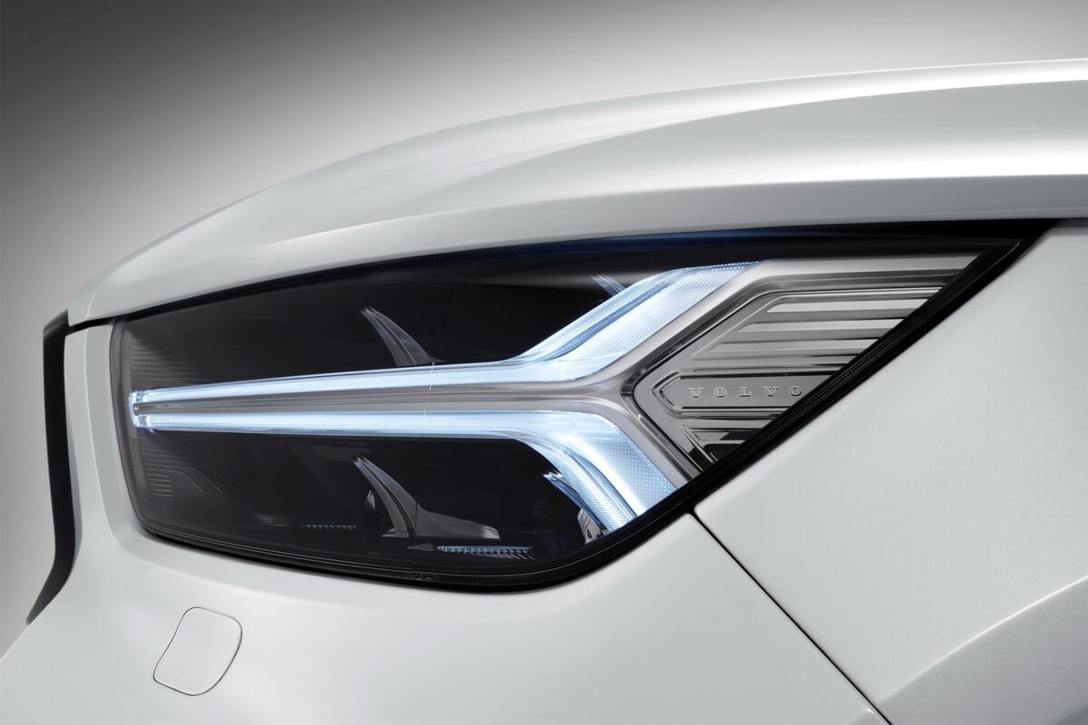 Volvo XC40 phare avant