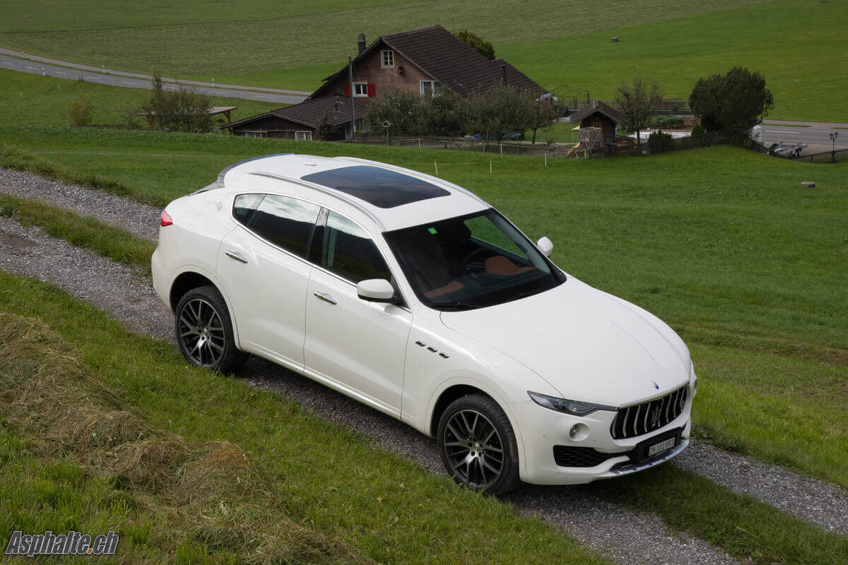 essai maserati levante n cessaire page 4. Black Bedroom Furniture Sets. Home Design Ideas