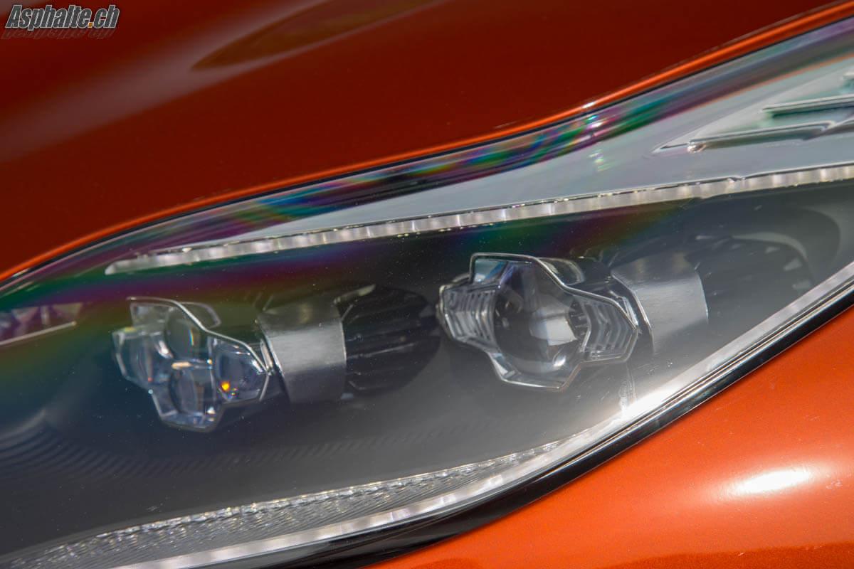 Essai Aston Martin DB11 V12 phares