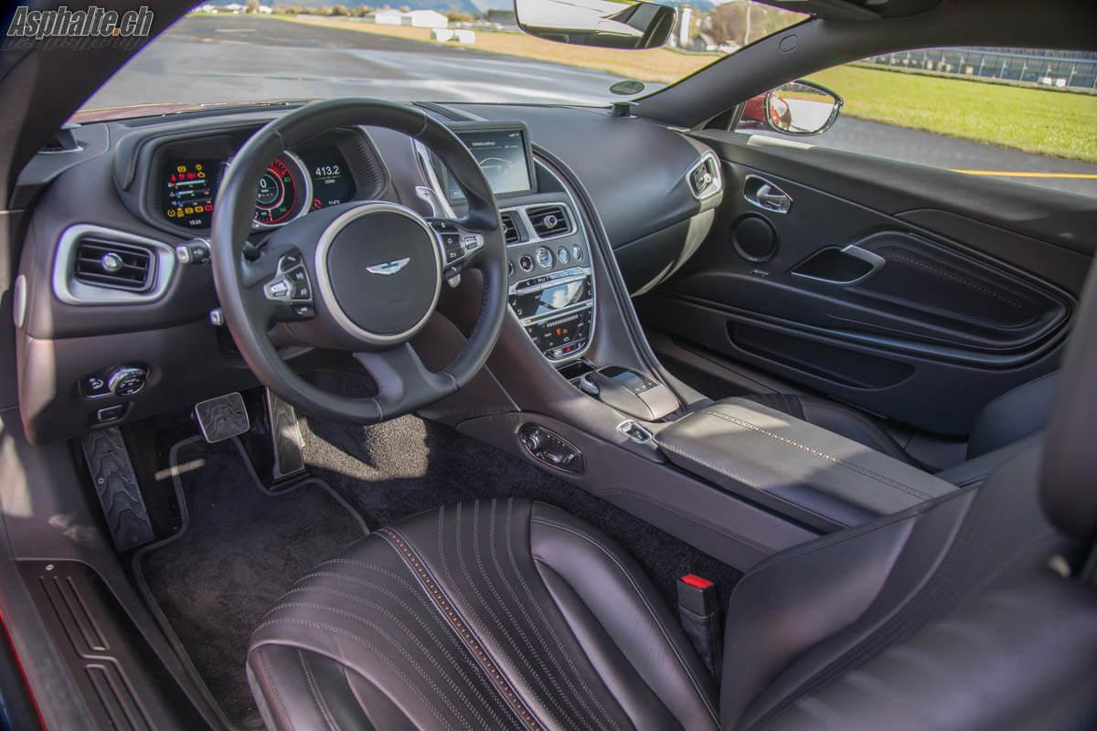 Essai Aston Martin DB11 V12 intérieur tableau de bord