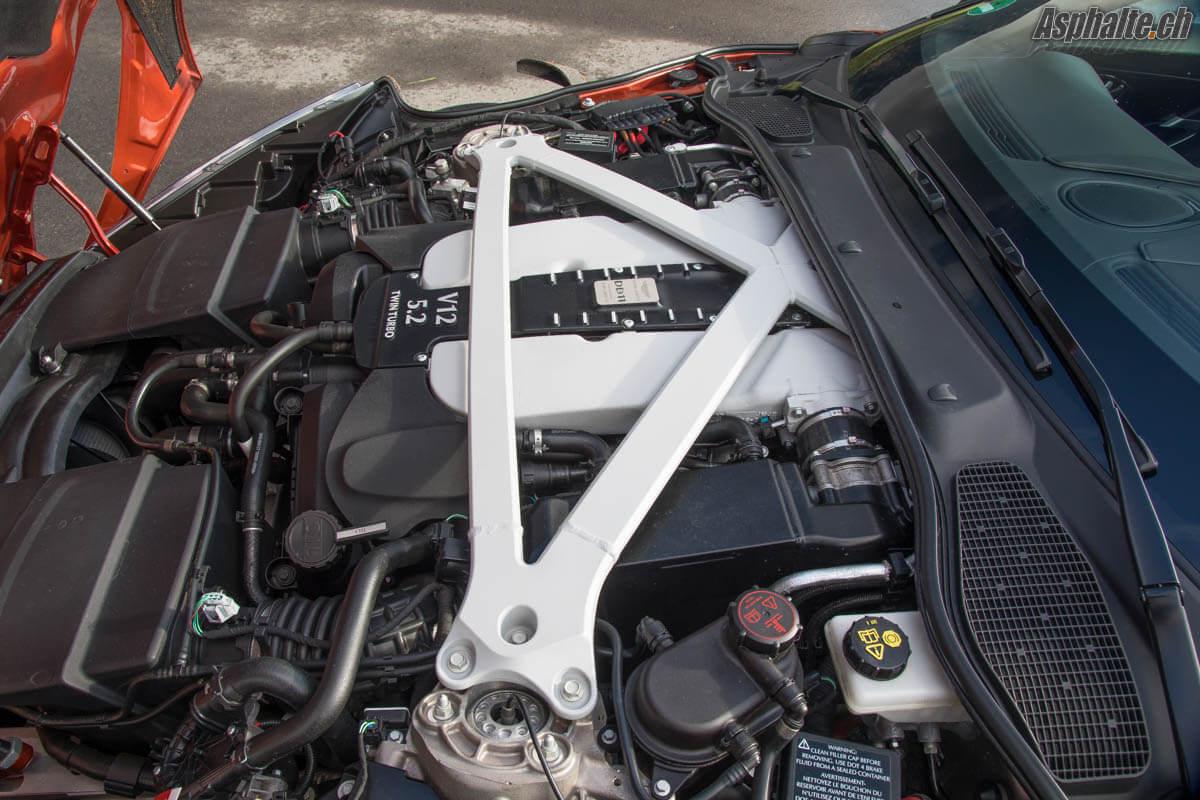 Essai Aston Martin DB11 V12 moteur