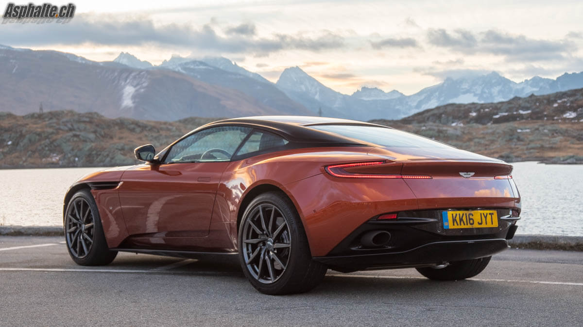 Essai Aston Martin DB11 V12 Grimselpass