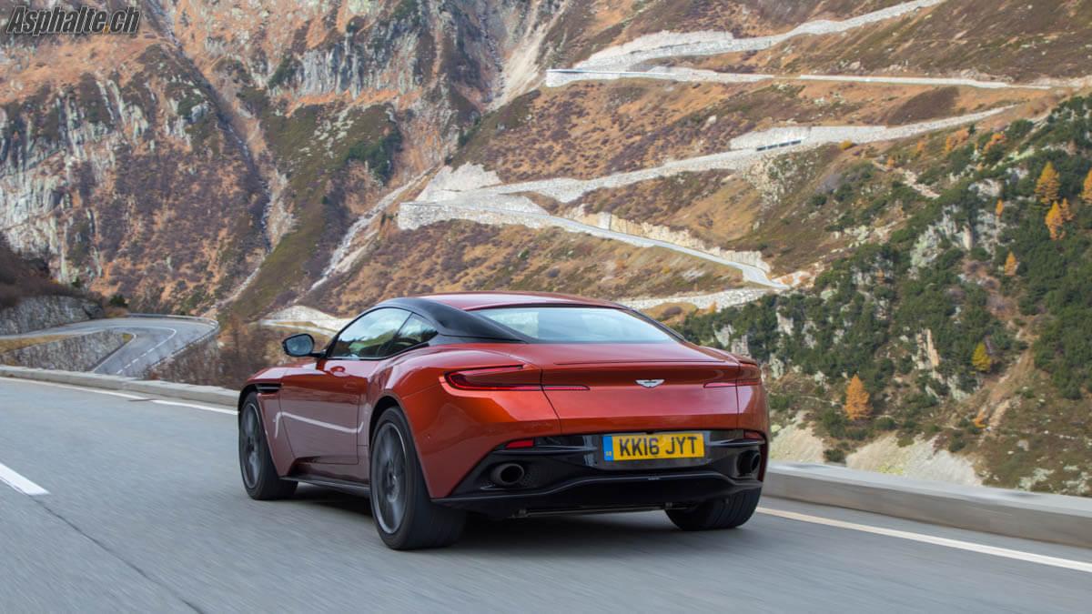 Essai Aston Martin DB11 V12 Furkapass