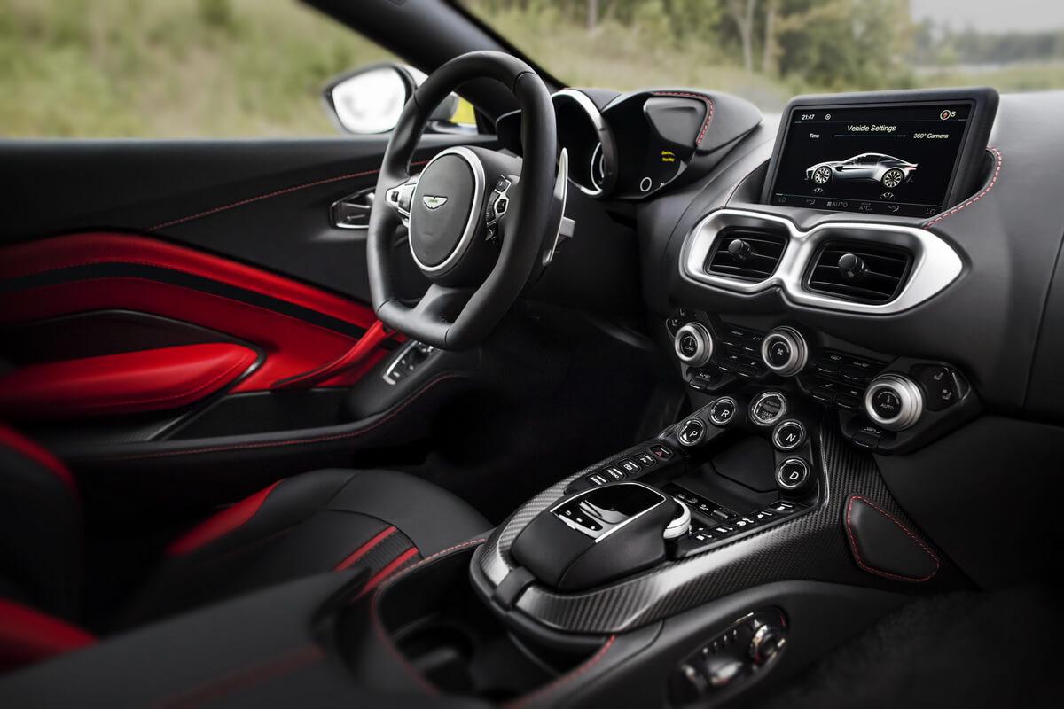 Aston Martin Vantage intérieur console centrale